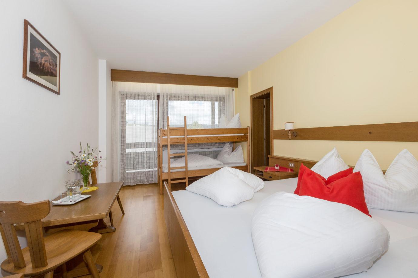 Doppelzimmer Mit Hochbett Hotel Tirolerhof In St Georgen Bei